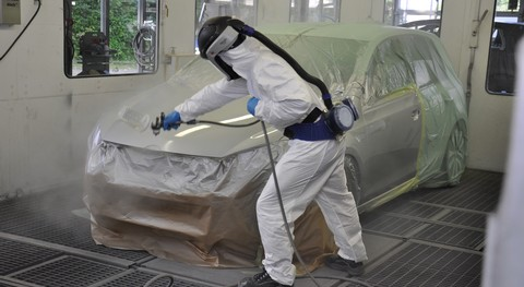 Step 5:  It only takes five to ten minutes to dry at 60°C  with the Permasolid® HS Speed Clear Coat 8800